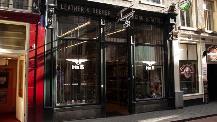 De gespecialiseerde leer- en rubberwinkel zat bijna vijfentwintig jaar op de Warmoesstraat.