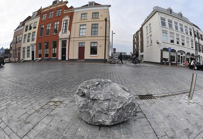 Alsof een reus wat steentjes heeft verloren in Vlissingen.