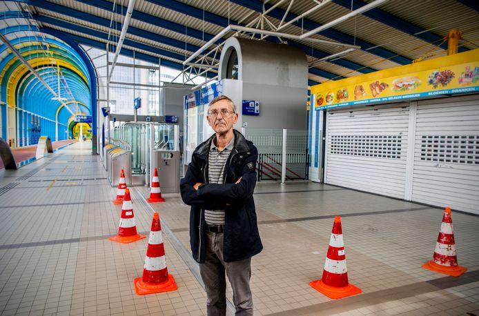 NS Station Zoetermeer is saai - er is niks te bleven, geen winkels geen wc's. Treinfanaat Sieger de Boer en inwoner van Zoetermeer geeft zijn mening.