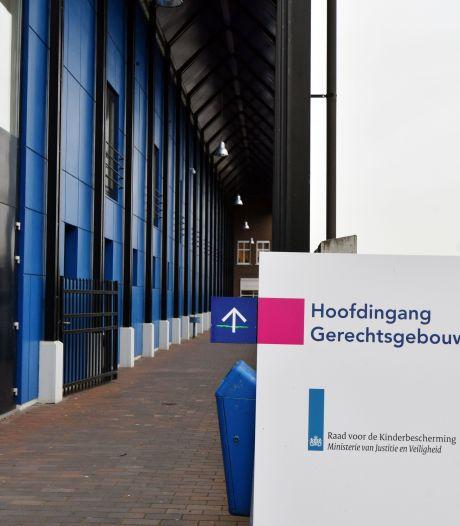 Enschedese brandstichter beweert te zijn ontvoerd door politiemensen: 'Het was een ongelukje'