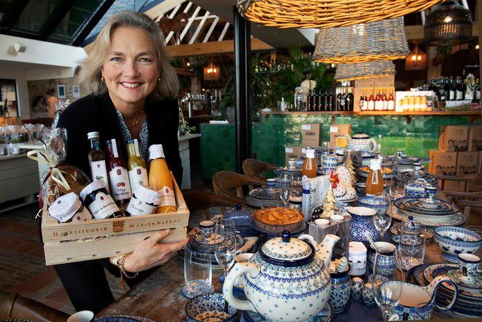 Nathalie barones  Van Verschuer in de kerstwinkel van Mariënwaerdt