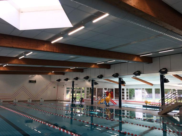 Het huidige zwembad De Motte kreeg onlangs nieuwe verlichting, maar nadert stilaan het einde van zijn levensduur.