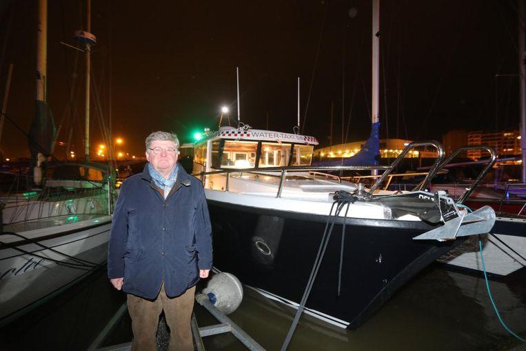 Zaakvoerder van Water-Taxi Michel De Vos bij zijn nieuwe schip, de Sea Fox 2.
