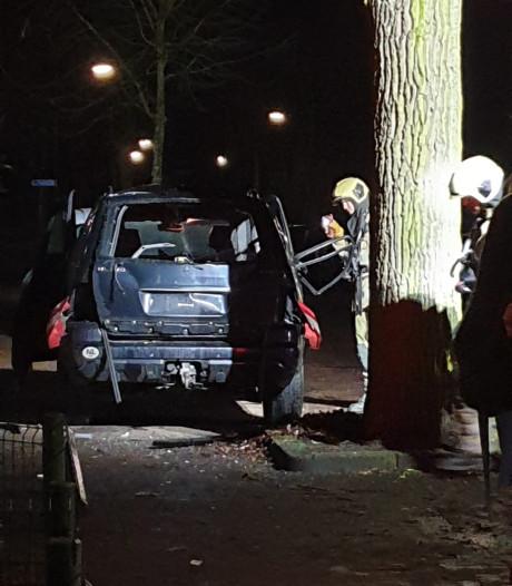 Harde knal: Mercedes ontploft in Bilthoven