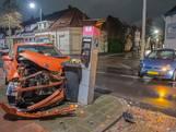 Auto botst tegen parkeerautomaat in Bergen op Zoom