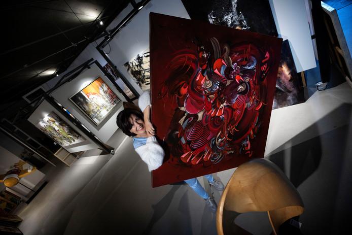 Winny Muller sluit de deuren van het Kunsthuys in Best.