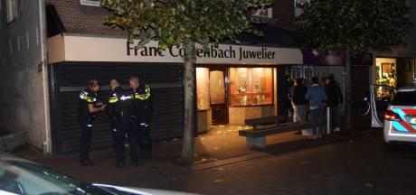 Geschoten bij overval op juwelier in Waalwijk, twee mensen vastgebonden