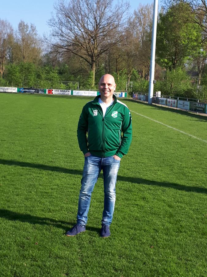 Mike Melssen, organisator van het mini-schoolvoetbaltoernooi in Nijverdal..