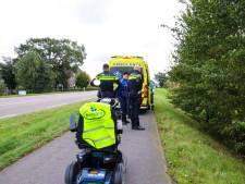 Man rijdt met scootmobiel talud af en raakt gewond