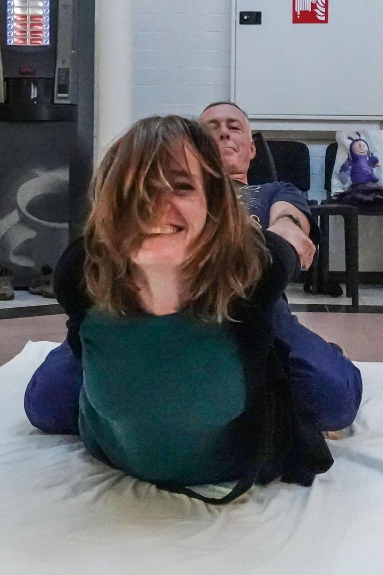 Dit is een Thaise massage, je kan er volgend weekend ook nog terecht, en er zijn ook 'zachtere massages'.
