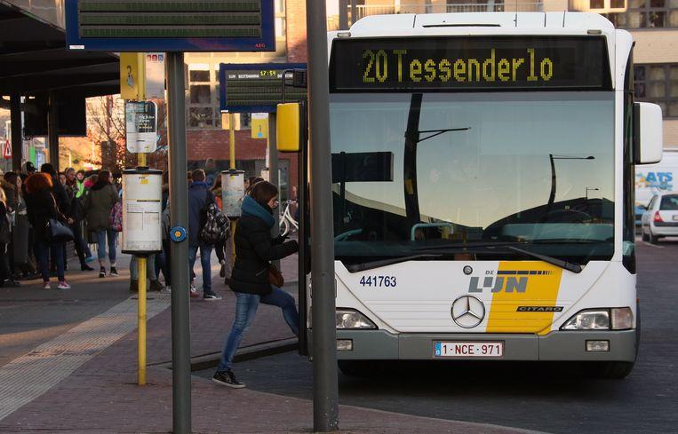 Het incident gebeurde aan de bushalte aan het station in Mol.