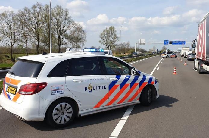 Ongeluk op de Midden Brabantweg richting de A59 ter hoogte van Waalwijk.