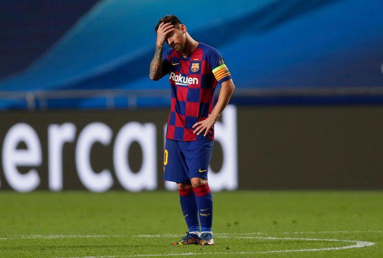 FC  Barcelona-aanvoerder Lionel Messi kan het niet geloven: zijn ploeg is met 8-2 weggevaagd door Bayern München in de kwartfinale van de Champions League. Beeld BSR Agency