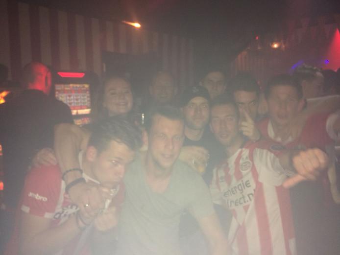 Spelers van het Mierlose Mifano vieren feest voor hun PSV