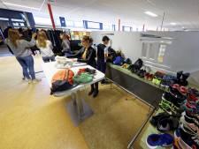 Meeste gevonden schoenen, jassen en waardevolle spullen worden niet opgehaald op Gymnasium Beekvliet