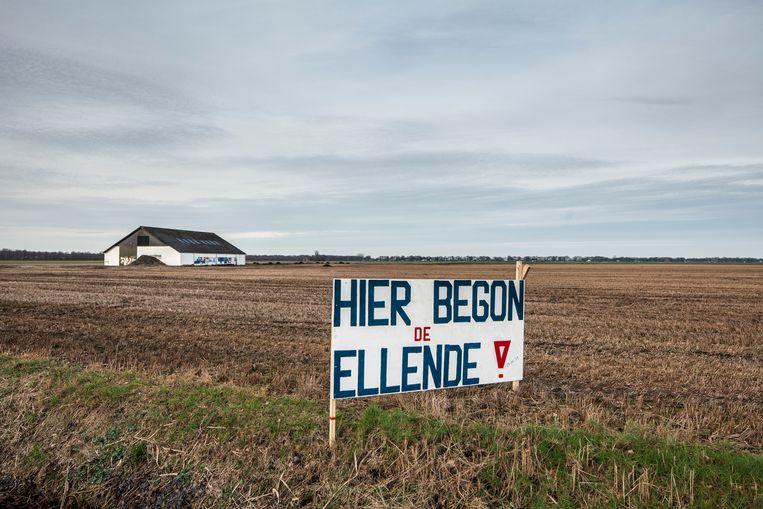 Een protestbord langs de A7 bij de gemeente Slochteren. In dit gebied werd voor het eerst naar gas geboord. Volgens de protesterenden begon hiermee de ellende voor Groningen. Beeld Harry Cock