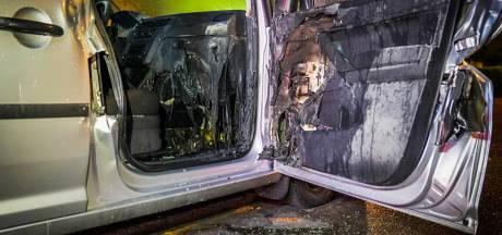 Weer auto in brand in Eindhoven, dit keer in de Johannesburgstraat