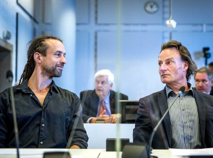 Initiefnemers Willem Engel (L) en Jeroen Pols van Viruswaanzin spanden een kort geding aan tegen de overheid vanwege de coronamaatregelen.