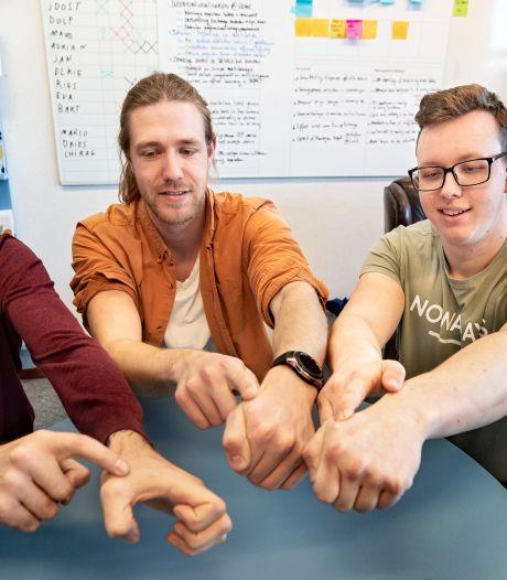 Deze Eindhovense studenten kunnen met een zwaai betalen dankzij de chip in hun hand