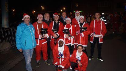 Ruim 500 kerstmannen en -vrouwen lopen door Middelkerkse straten