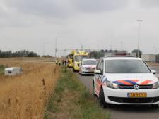 Caravan schiet van de snelweg bij Deventer