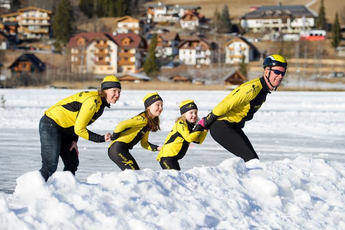 Familie van Engelen schaatst de Alternatieve Elfstedentocht
