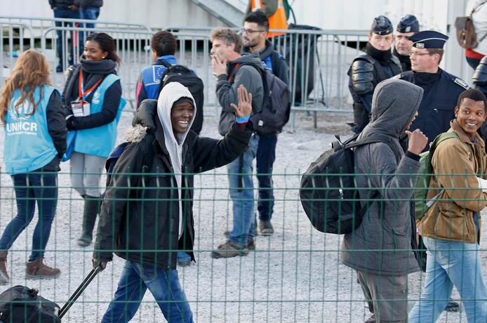 Eind oktober werden de 'jungle' bij Calais ontruimd, nu keren jongeren terug om de oversteek naar Engeland te wagen.