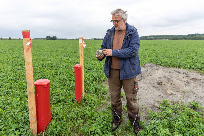 Alex van Hootegem uit Kruiningen wil een 'waterhouderij' maken onder zijn akker. Hij begint een project om zoet water te verzamelen op biodynamisch landbouwbedrijf Meulwaeter.