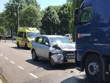 Man gewond na frontale botsing met auto op truck in Brummen