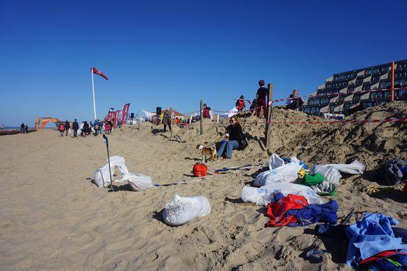 De opbrengst na uren afval oppikken tijdens de Clean Beach Cup.
