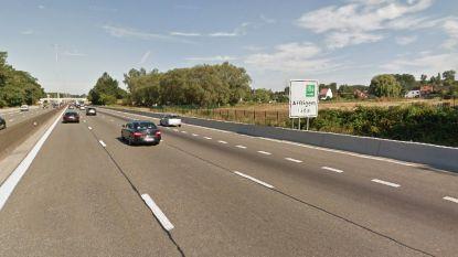 Na dodelijk ongeval op E40 in Affligem: lange afslagstrook wordt mogelijk verlengd