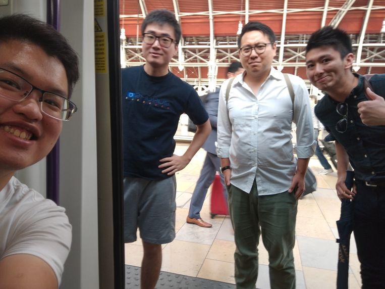 Simon Cheng Man-Kit, hier de tweede van links, verdween begin deze maand.