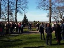 200 Nijmegenaren demonstreren tegen donjontoren in Valkhofpark