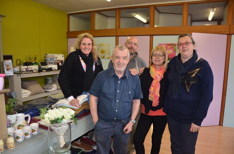 Archiefbeeld met de vrijwilligers van Weggeefwinkel Veur Niet.