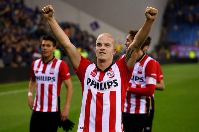 Jorrit Hendrix schiet Vitesse in 2015 naar een nederlaag, een van zijn persoonlijke hoogtepunten bij PSV.