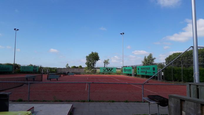 Het terrein van TV Baambrugge ligt er na de steekpartij verlaten bij.