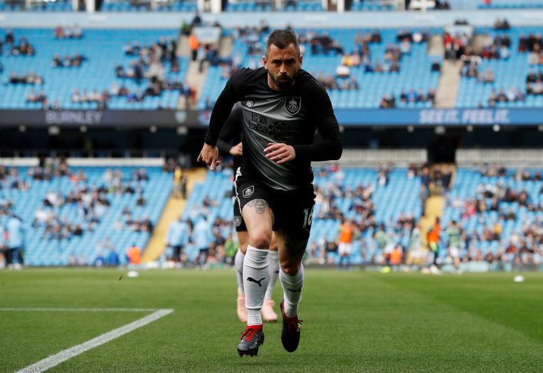 Defour tijdens de opwarming met Burnley in het Etihad Stadium van Manchester City.