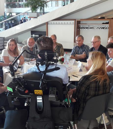 Ondanks mooie weer grote interesse voor stadsbijeenkomst in Arnhems gemeentehuis