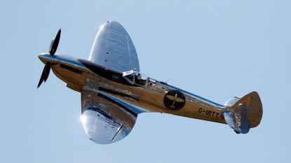 Piloten vliegen wereld rond in 76 jaar oude Spitfire