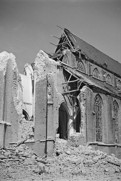 Herdenking 75 jaar Martinikerk Doesburg met bekende zangeres