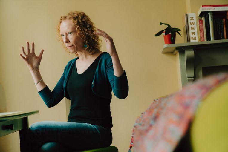 Griet Vandermassen: 'Het feminisme zou niet mogen voorschrijven aan vrouwen wat ze moeten doen of hoe ze zich moeten gedragen.' Beeld Illias Teirlinck