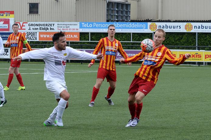Nieuwkomer Mattheys Kuypers tijdens de eerste oefenwedstrijd van het seizoen tegen UNA.