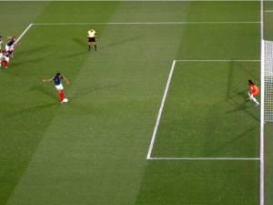 Les Bleues s'imposent sur un penalty polémique