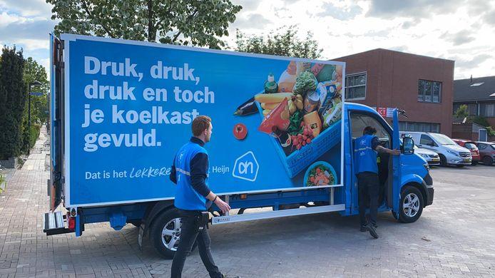 Bezorgauto van Albert Heijn in Tiel.
