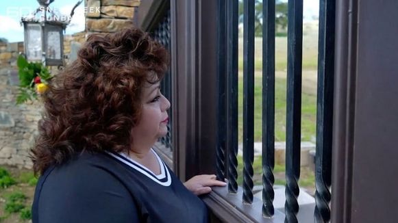 Ze bezoekt ook Neverland met de cameraploeg.
