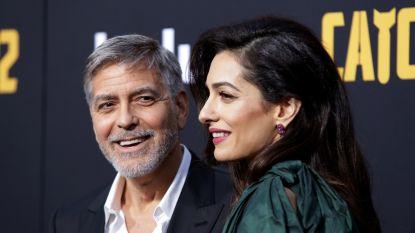 """""""Ze smeren pindakaas op hun schoenen"""": George Clooney heeft zijn handen vol aan zijn tweeling"""