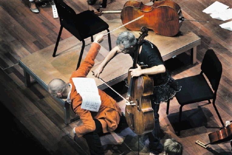 Cellospektakel in Amsterdam. De Cello Biënnale biedt een gevarieerd programma voor professionele cellisten, beginners, leken, maar ook voor kinderen. (FOTO WERRY CRONE) Beeld