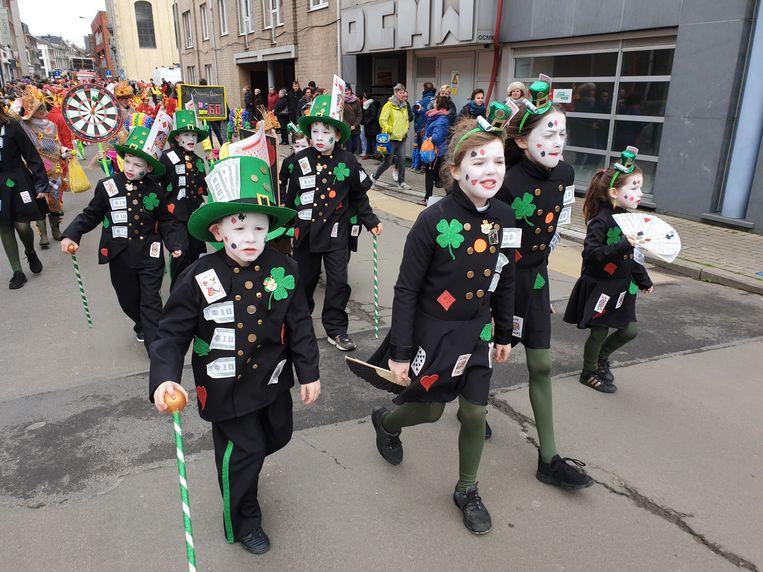 Kindercarnaval Ninove 2020: De kinderstoet trekt door de Ninoofse straten.