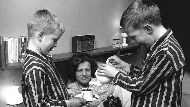 Moederdag in 1965. Beeld anp