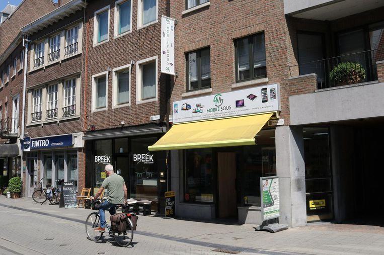 Gsm-hersteller Mobile Sous in de Herentalsstraat kreeg in de nacht van donderdag op vrijdag dieven over de vloer.